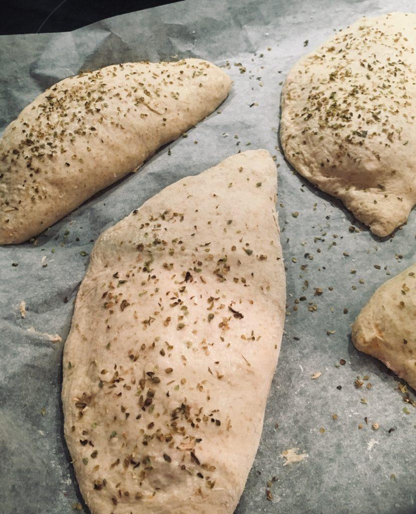 indbagte pizza inden bagning